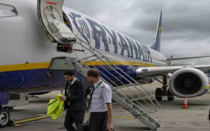 Los sindicatos denuncian cláusulas abusivas de Ryanair