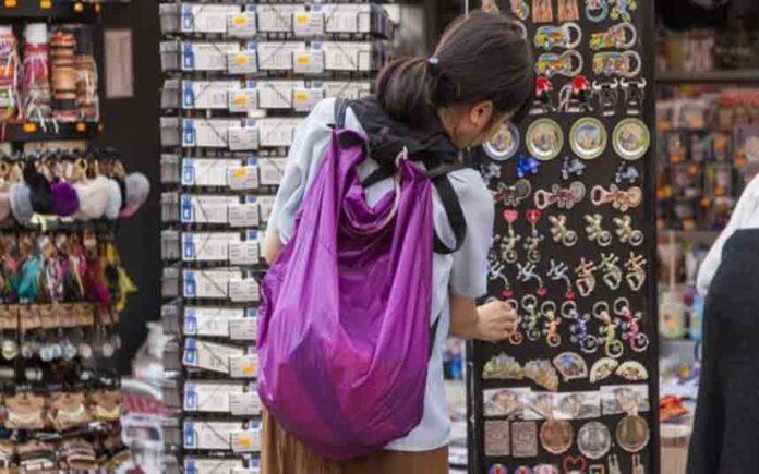 Orden de precinto a ocho tiendas de souvenirs en el Eixample de Barcelona