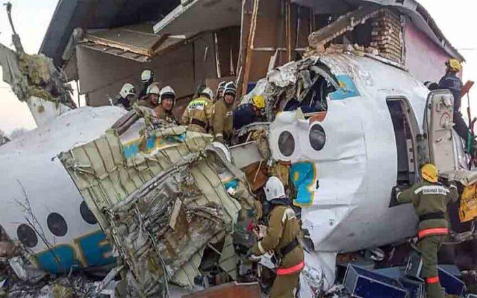 Se estrella un avión en Kazajistán y deja al menos 15 muertos