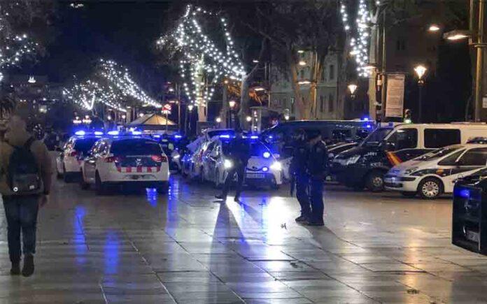 Un dispositivo policial en Las Ramblas de Barcelona se cierra con 12 detenidos