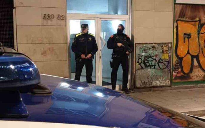 Desarticulado un clan familiar dedicado al tráfico de drogas en El Raval de Barcelona