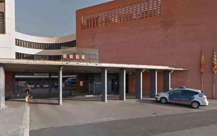 Detenido por amenzar con un cuchillo a una mujer dentro de una comisaría de Barcelona