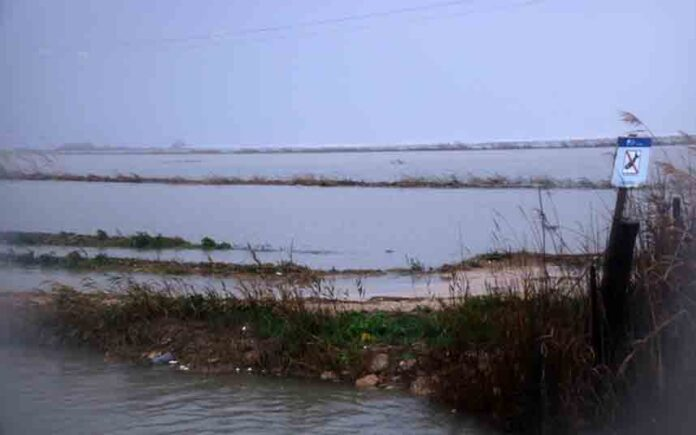El temporal engulle el Delta del Ebro y cambia su geografía