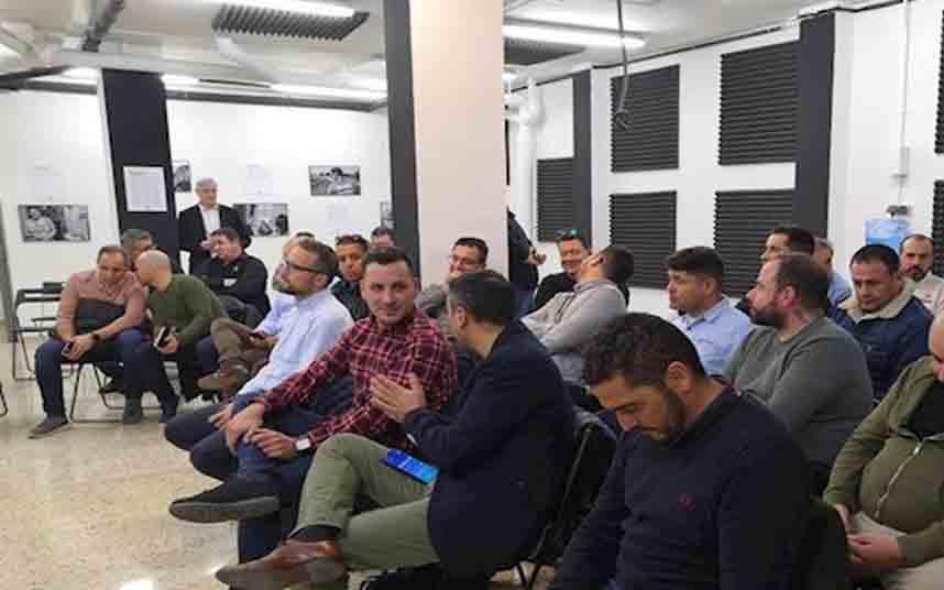 La Generalitat se reunirá hoy de urgencia con los representantes del taxi