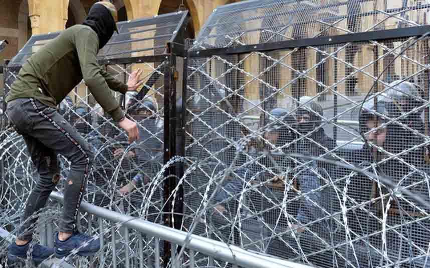 Más de 200 heridos en los enfrentamientos en Libano contra el gobierno