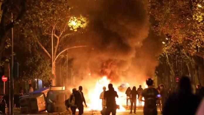 Nuevos disturbios en Barcelona a raíz de la inhabilitación de Torra