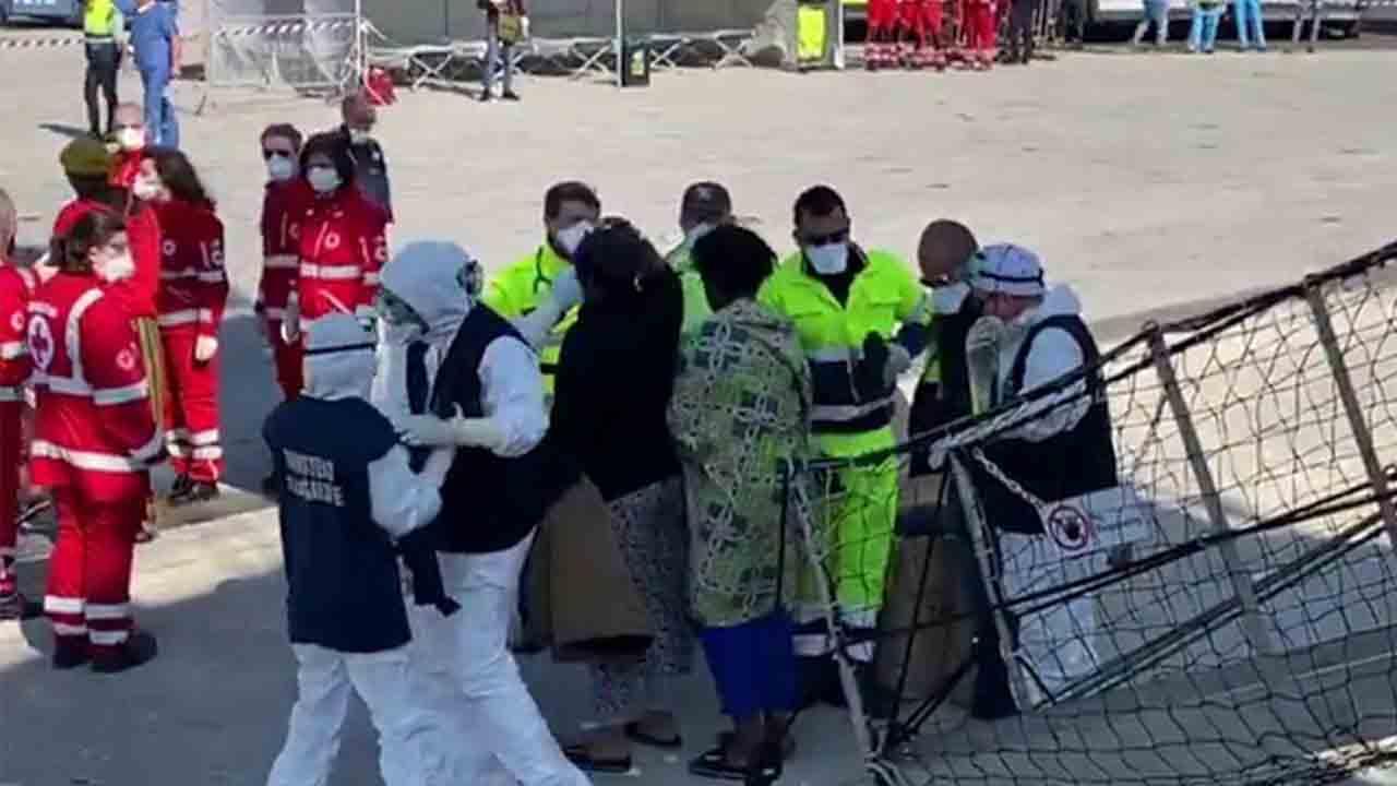 El Open Arms desembarcará a los 363 inmigrantes en Italia