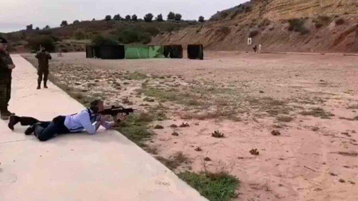 El ejército permite a Ortega Smith disparar en sus instalaciones y grabarlo