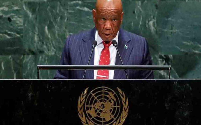 Huye el primer ministro de Lesotho cuando lo iban a juzgar por la muerte de su exmujer