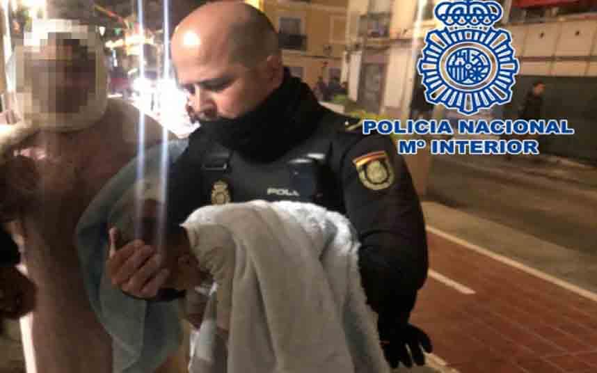 La Policía Nacional de Valencia salva a un bebé tras 20 minutos de reanimación