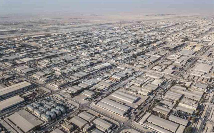 El COVID-19 convierte el campamento de migrantes más grande de Qatar en una
