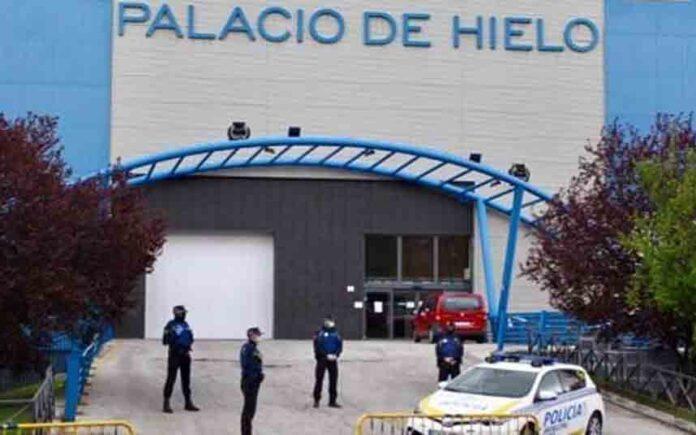 El Palacio de Hielo de Madrid se utiliza como morgue para conservar los cadáveres