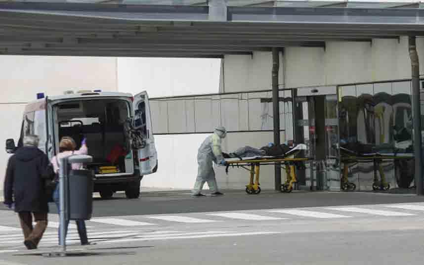 El gobierno estudia trasladar pacientes entre autonomías para impedir el colapso sanitario