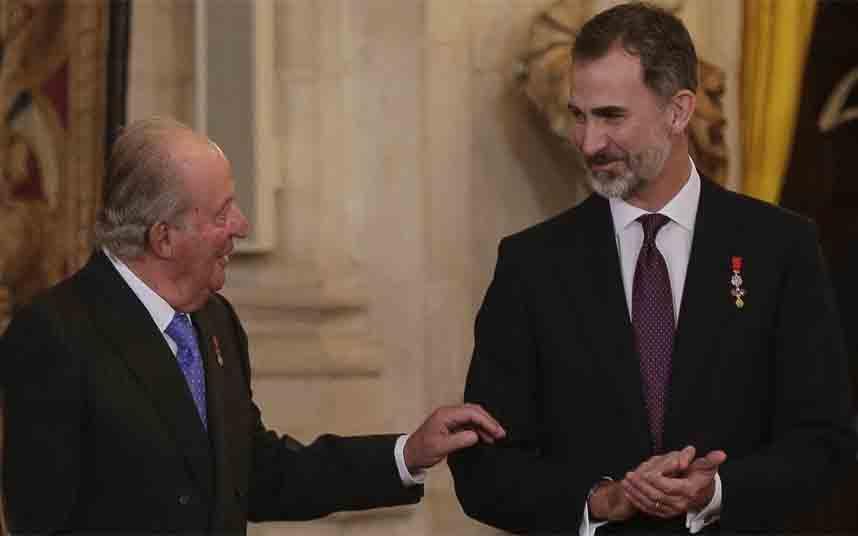 La Casa Real pone en cuarentena a Juan Carlos antes de que el virus de la corrupción llegue a la corona