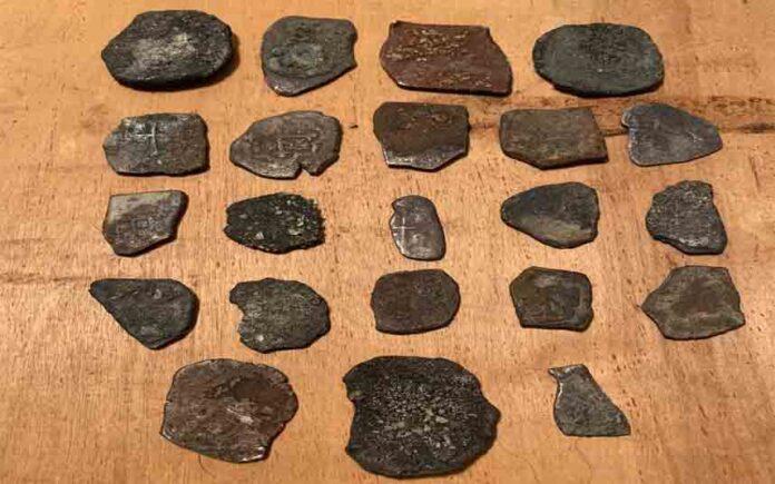 Halladas 22 monedas de plata españolas en Florida, de un naufragio de 1715