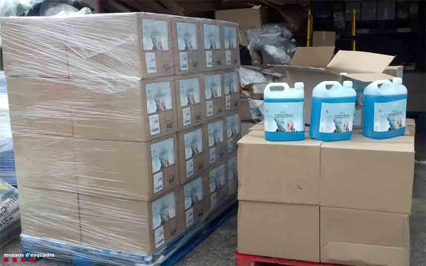 Inmovilizados 1600 litros de un falso gel hidroalcohólico higienizante