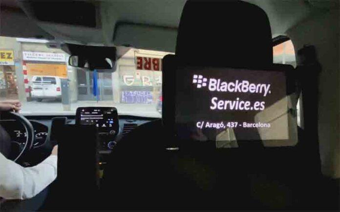 Los taxis de Barcelona comienzan a emitir anuncios digitales