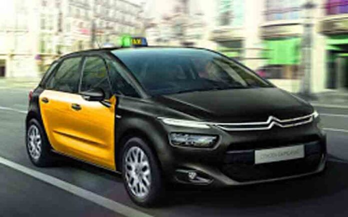 Un taxi Citroën Elysee lleva más de tres semanas para cambiar una pieza