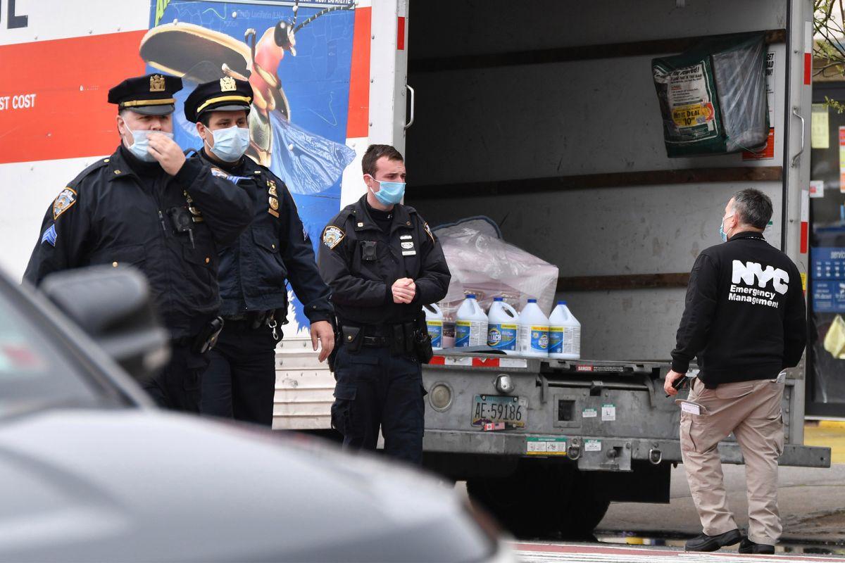 Decenas de cadáveres en descomposición encontrados en camiones en Nueva York