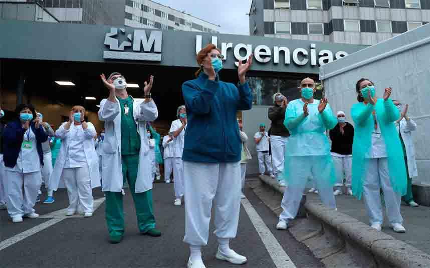 España supera a Italia en casos de virus, aunque la tasa de mortalidad disminuye