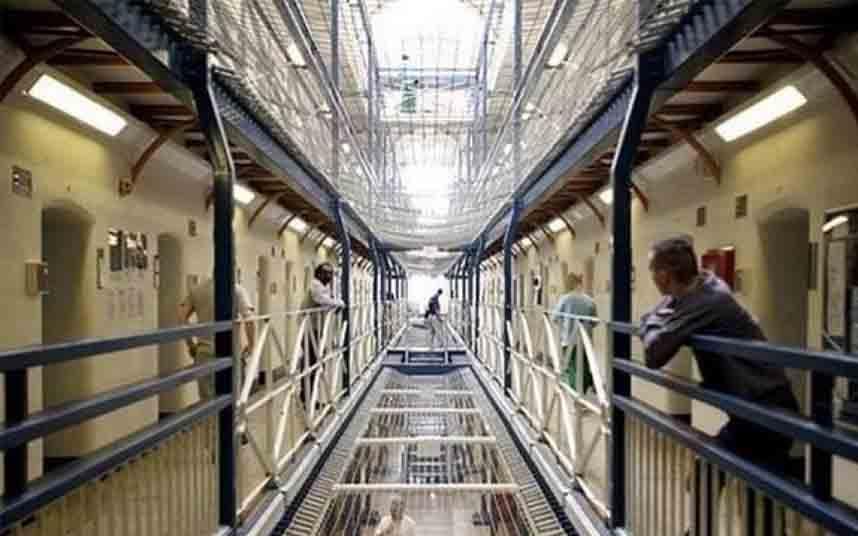 Reino Unido libera a 4.000 reclusos para frenar la propagación del coronavirus
