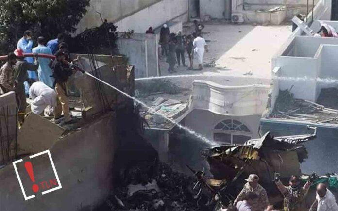 Se estrella un avión pakistaní en Karachi con 100 pasajeros a bordo