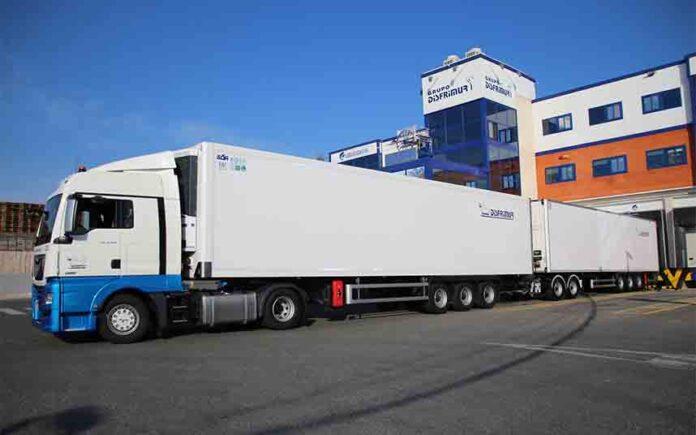 El mayor camión frigorífico de España en circulación mide 32 metros
