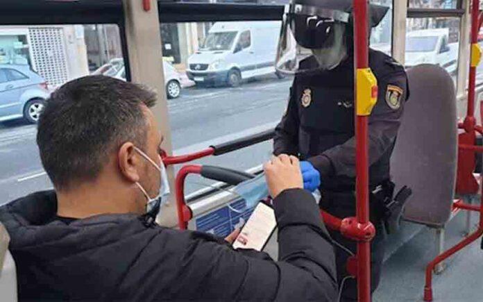 La mascarilla será obligatoria desde hoy para todos los usuarios del transporte