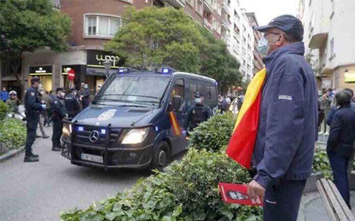La presencia policial ha impedido las aglomeraciones en la protesta del barrio de Salamanca