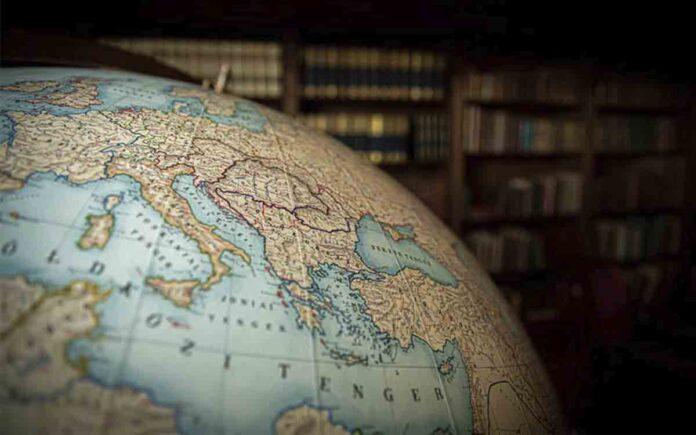 El Primer Ministro húngaro publica la foto de un mapa, incluyendo a Transilvania