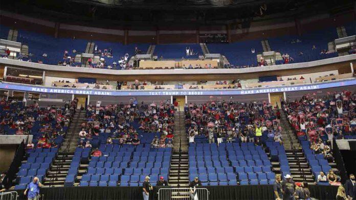 A Trump no le fue bien: Fracasa en su mitin de Tulsa ante un estadio en su mayoría vacío