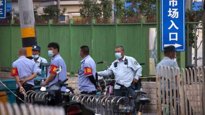 China cierra dos mercados de Pekín al detectar nuevos casos de coronavirus