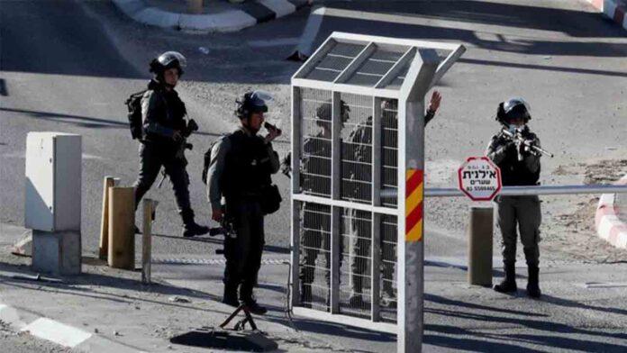Los israelíes matan al sobrino de un alto funcionario palestino en un puesto ocupado