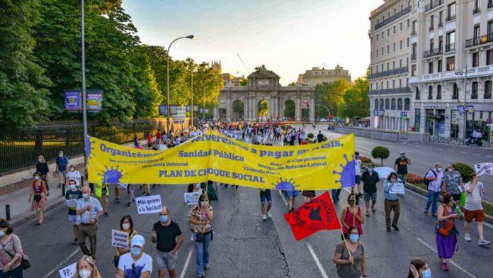 Manifestaciones en toda España en defensa de la sanidad pública Cientos de personas han recorrido este sábado las calles de varias ciudades españolas para