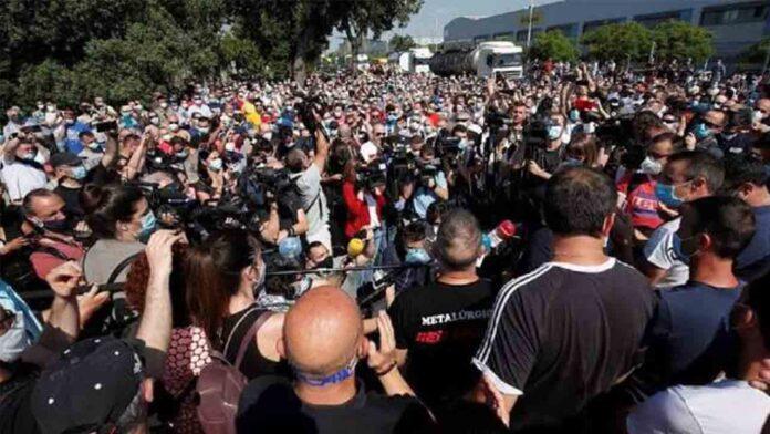 Nissan confirma los recortes de empleo mientras continúa la huelga de los trabajadores en Barcelona