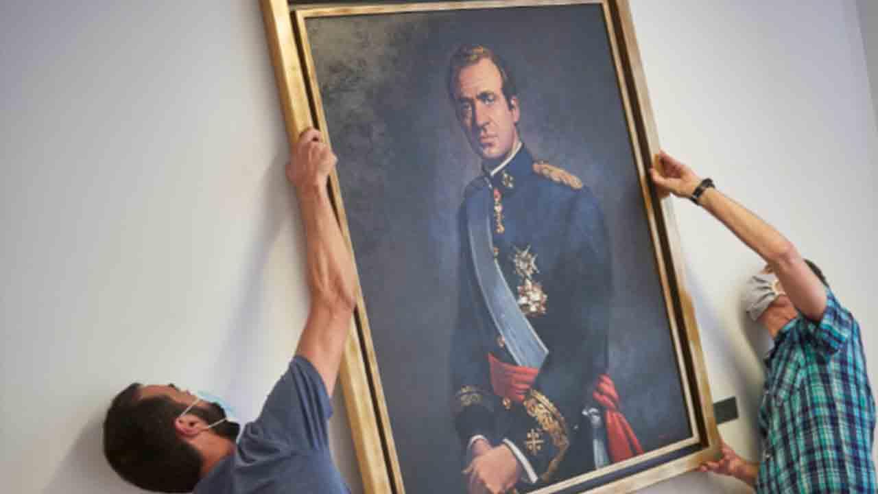 Retiran el retrato de Juan Carlos del Parlamento navarro con los votos de los socialistasRetiran el retrato de Juan Carlos del Parlamento navarro con los votos de los socialistas