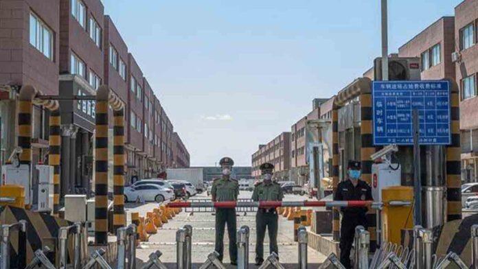Se endurecen las medidas en Pekín mientras se extiende el brote de Covid