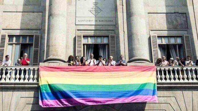 Un juez rechaza prohibir la bandera LGTBI en el Ayuntamiento de Zaragoza