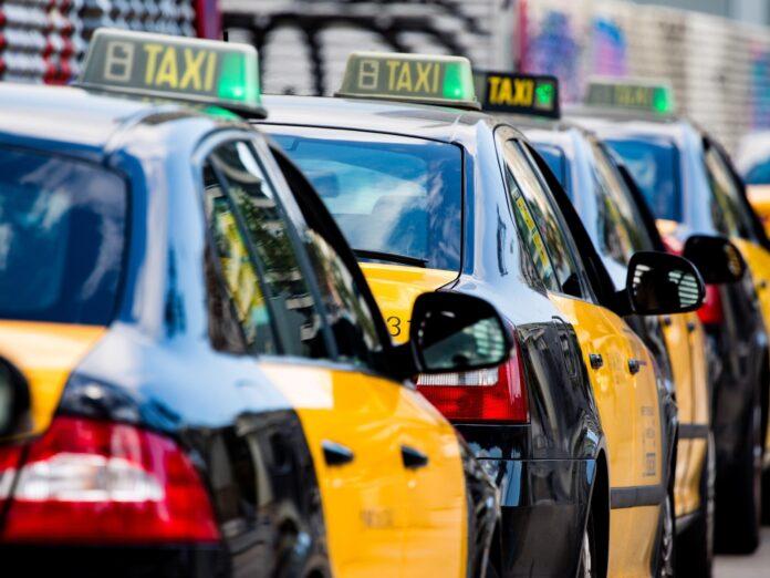 Las asociaciones Elite Taxi Barcelona y Taxi Project estudian tomar medidas contra el Ayuntamiento de Sant Cugat