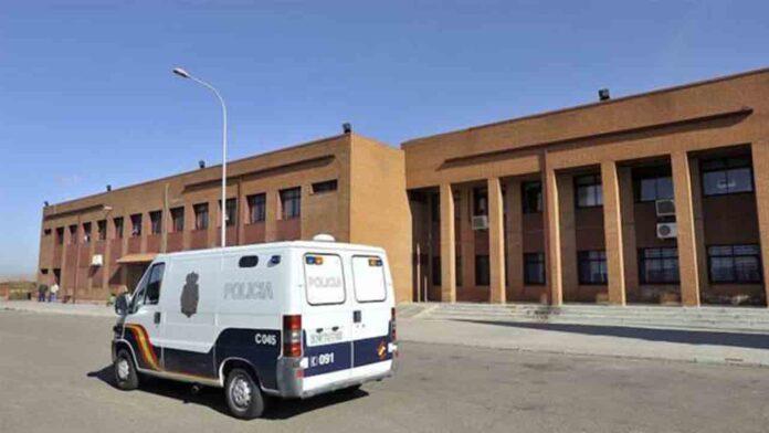 Aislados 17 policías nacionales de una prisión de Badajoz por coronavirus