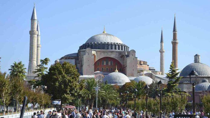Erdogan reconvierte Santa Sofía en una mezquita después de recibir el aval de la justicia