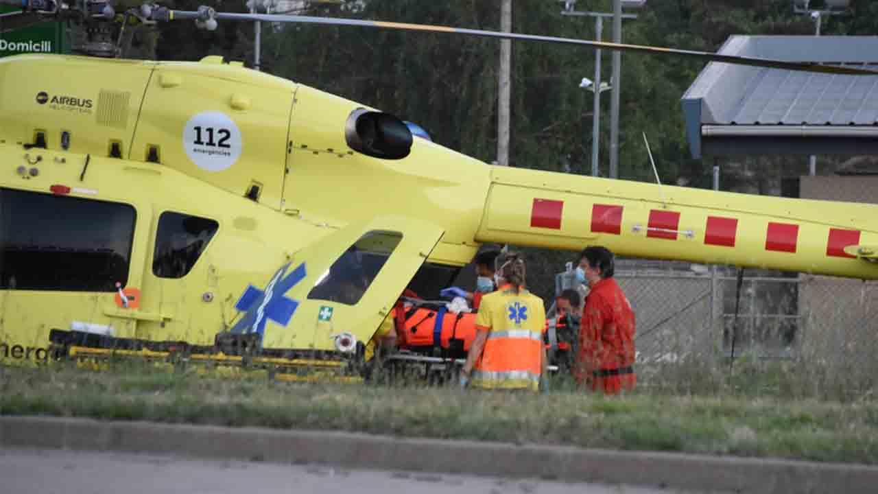 Heridos tres agentes de los Mossos al ser atacados por un hombre que portaba una katana
