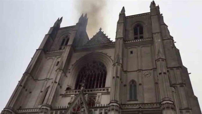 Incendio provocado en la catedral de Nantes del siglo XV