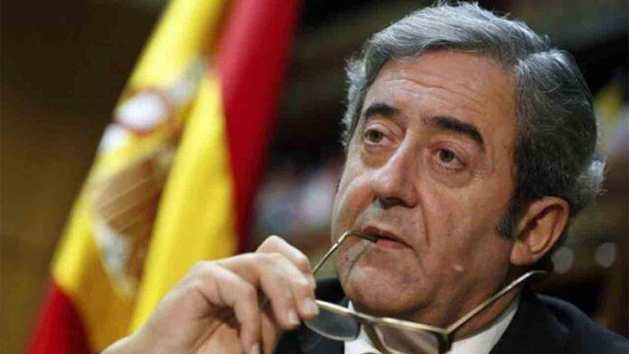 Los acompañantes del fiscal Javier Zaragoza en el Colegio de Abogados de Barcelona