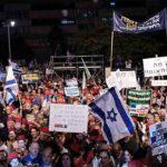 Miles de israelíes protestan contra Netanyahu por la gestión del coronavirus
