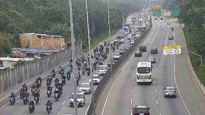 Miles de repartidores hacen huelga en Brasil y otros países latinoamericanos