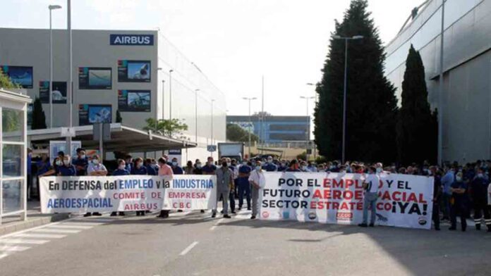 Protesta de los trabajadores de Airbus en Cádiz en defensa de sus puestos de trabajo