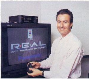 El fundador de EA Trip Hawkings presentando su videoconsola 3DO que fué un sonado batacazo comercial