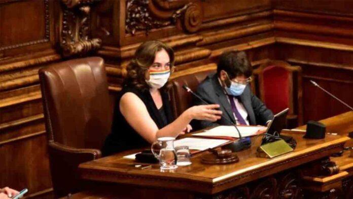 Barcelona retira los honores al emérito y reprueba al Gobierno