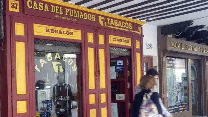 Galicia prohíbe fumar en la vía pública si no hay distancia de dos metros